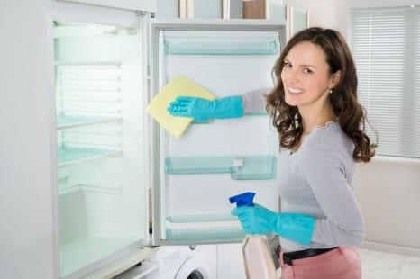 冷蔵庫にはトイレと同じくらい菌がいる?清潔に保つポイント