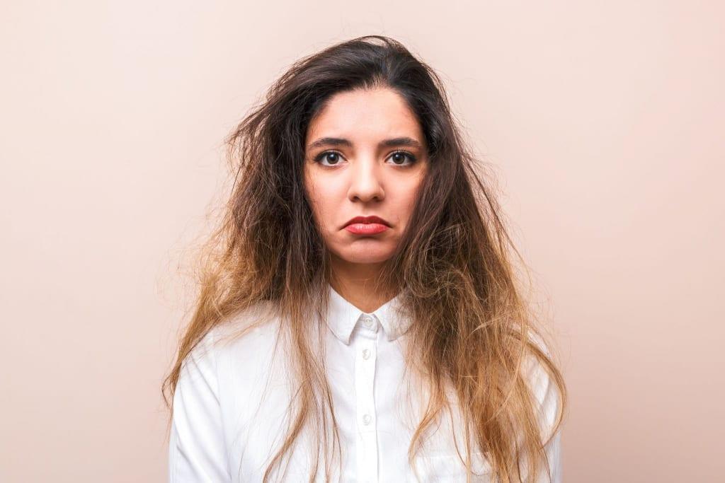 静電気で髪のダメージが悪化する!静電気を防ぐWケアとは?