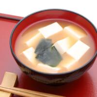 玉ねぎ味噌汁でシミ予防!1杯で満足の食べる味噌汁のレシピ