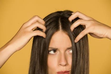40代の頭皮はクサい?頭皮の臭いチェック&改善する方法