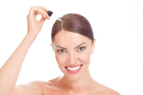 頭皮も乾燥&老化する!?女性も育毛剤を使うべき理由