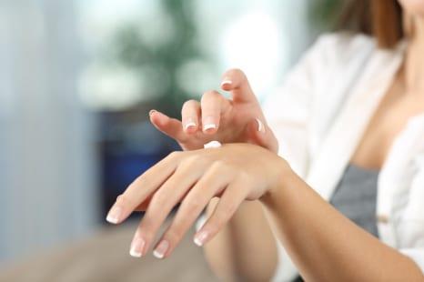 アルコール消毒+紫外線で手が老ける!UVカットハンドケア