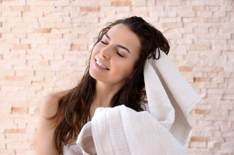 そのタオルが老け髪の原因?美髪&時短を叶える髪専用タオル