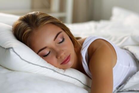 眠りの質もアップする!?ハッピー気分になれる寝る前習慣