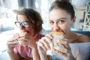 退勤後の買い食いと夕食の食べすぎの原因