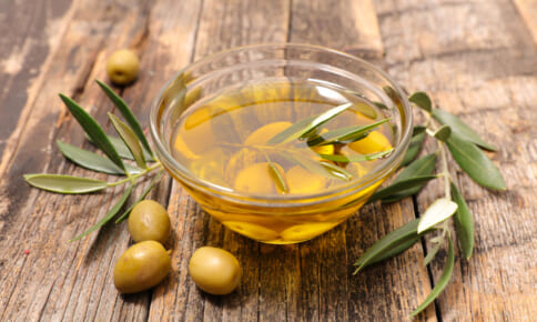 食べるスキンケア!オリーブオイルの美肌効果を高める食材