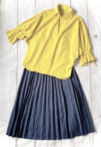 明るめカラーブラウス×プリーツスカート