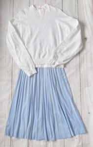 スウェットトップス×プリーツスカート