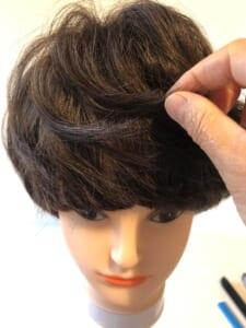 毛先にワックスをつけて整えたら完成です。ヘアスタイルをキープするには、スプレーを使用することをおすすめします