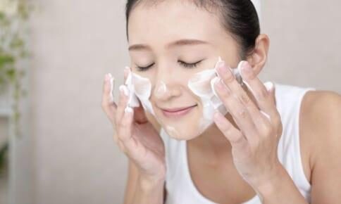 洗顔の見直しでマスク荒れ解消!?40代を美肌に導く洗顔法
