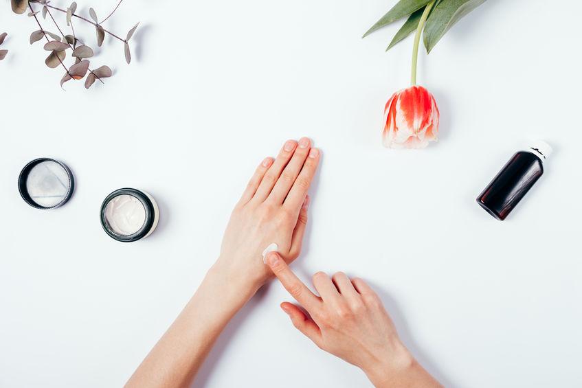 手洗い消毒で老けた手が若返るハンドケア&アイテム