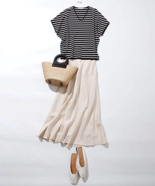 ロングスカートでフェミニンなスタイル
