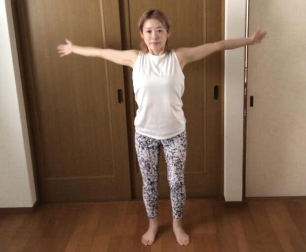 STEP1の時よりも手の動きが極端に小さくなりやすいので、手を大きく動かすように意識してください。この動きを1分間続けます