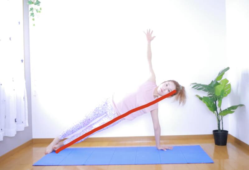 STEP3:右手を天井に伸ばす(余裕があれば)