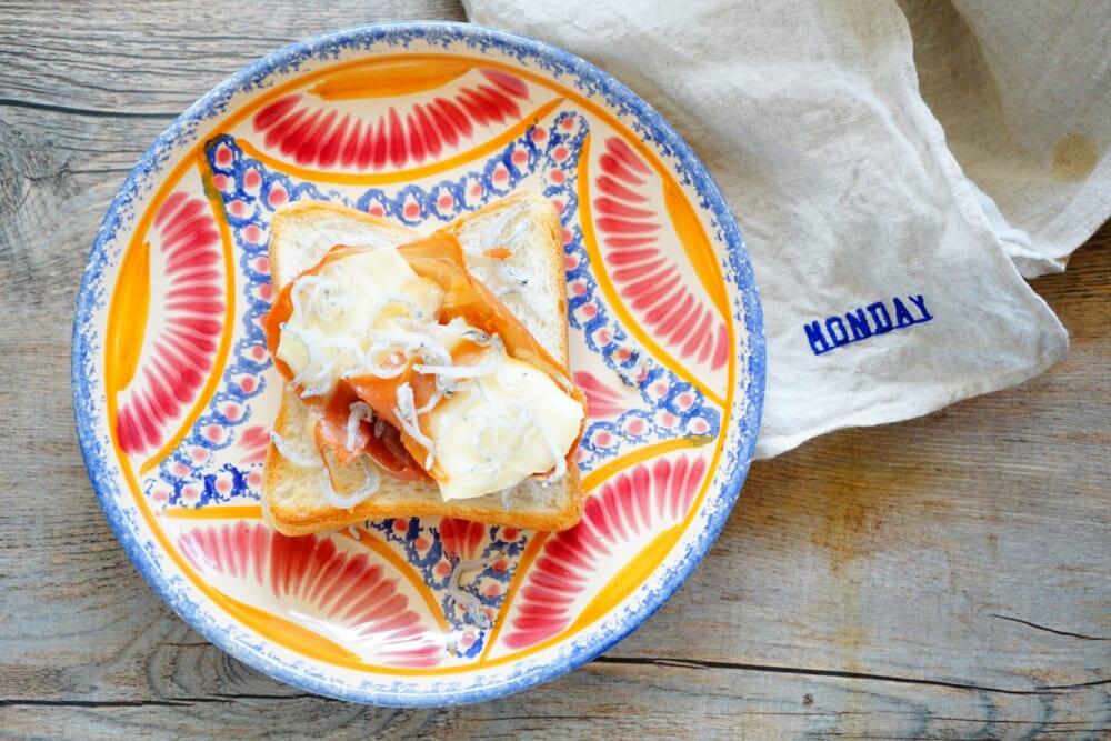 カマンベールチーズと生ハム、ちりめんトースト