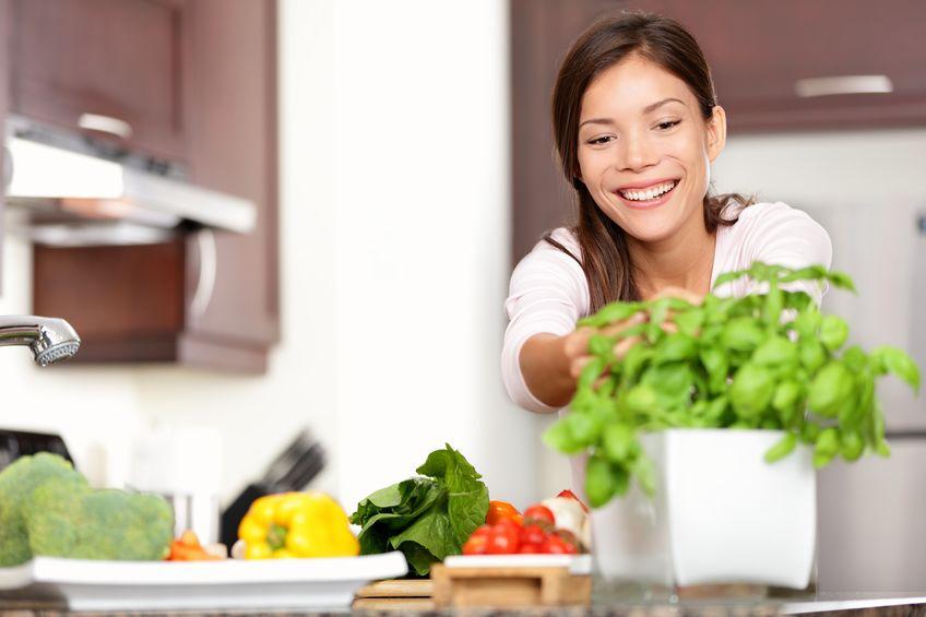 野菜を積極的に摂る女性