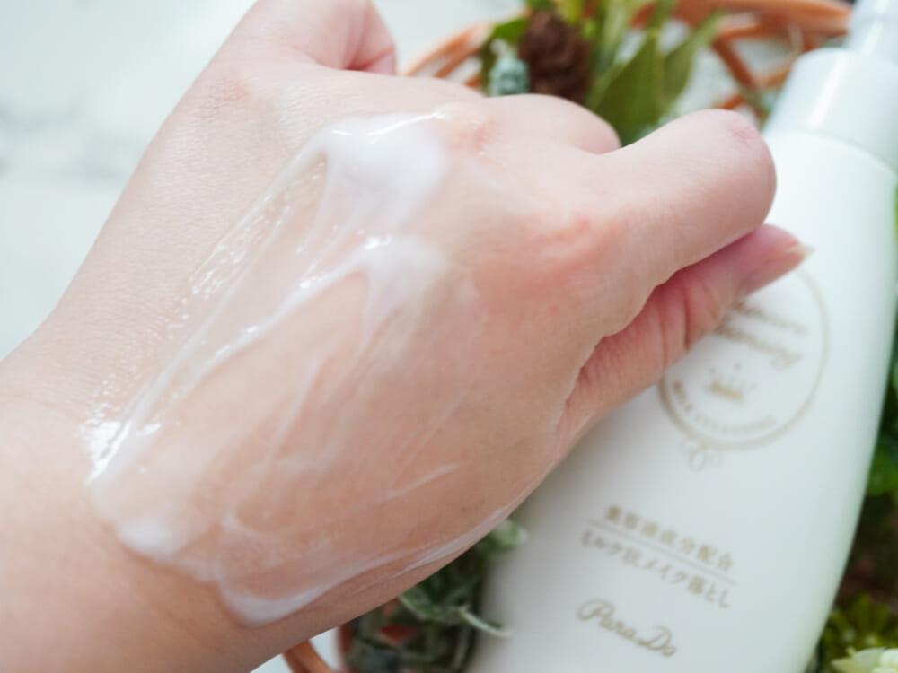 肌の上をするするとのびわたり、洗い上がりも乾きしらず。ダブル洗顔不要なので利便性も十分です。マツエクOK、ぬれた手・顔でも使用可能など、クレンジングに求めるさまざまなメリットがふんだんに盛り込まれています