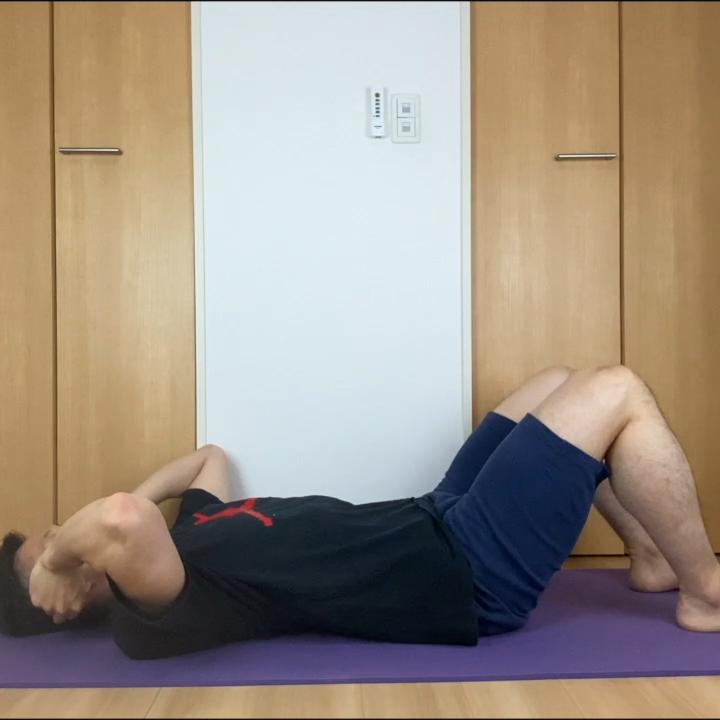 「腹筋を鍛えるクランチ」のやり方