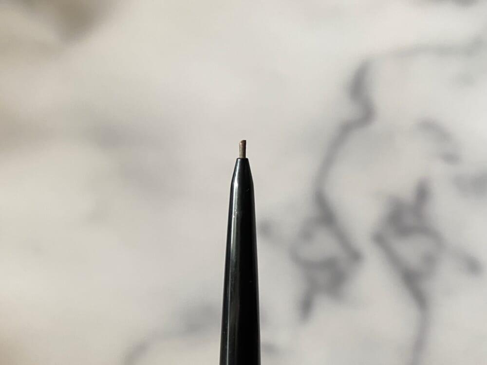 隙間を埋めるだけではなく、眉尻の繊細な線を描けるので筆者はいつもまとめ買いをしています