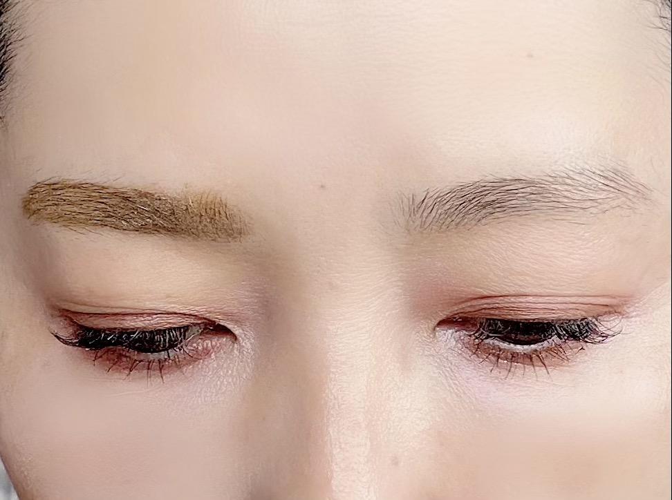 何も描いていない眉毛と比較すると、このようになります