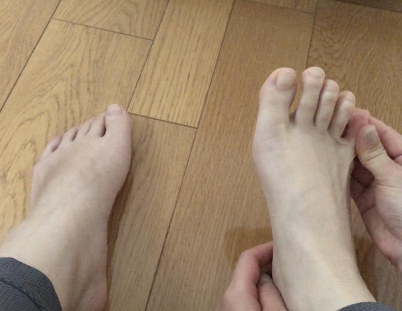 STEP2:足の指をマッサージ