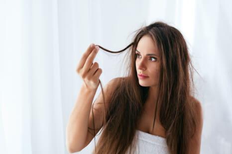 パサつき髪でおば見えが加速?エイジング乾燥毛が蘇る対策4つ
