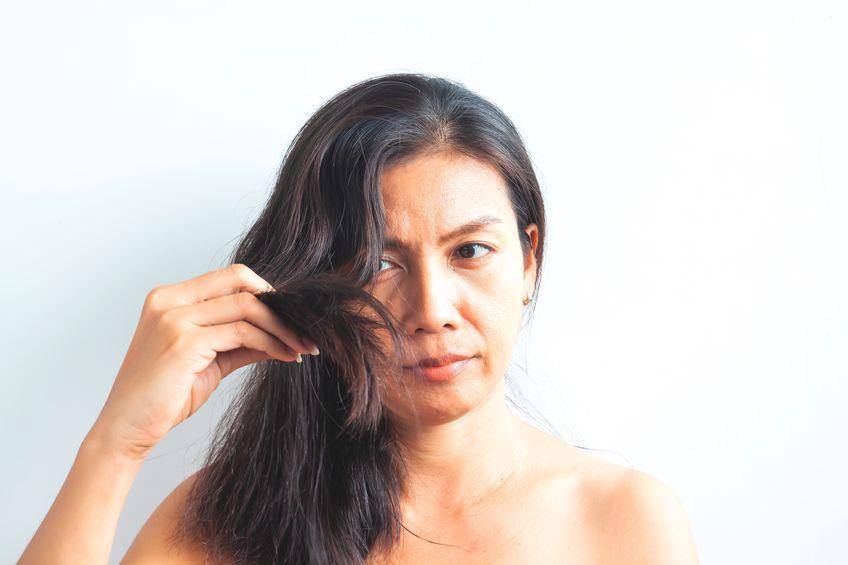 スッピン髪はNG!40・50代が使うべき日中用ヘアアイテム2種
