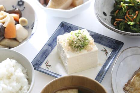 豆腐にちょい足しで「若返り効果」が高まる食材5つ
