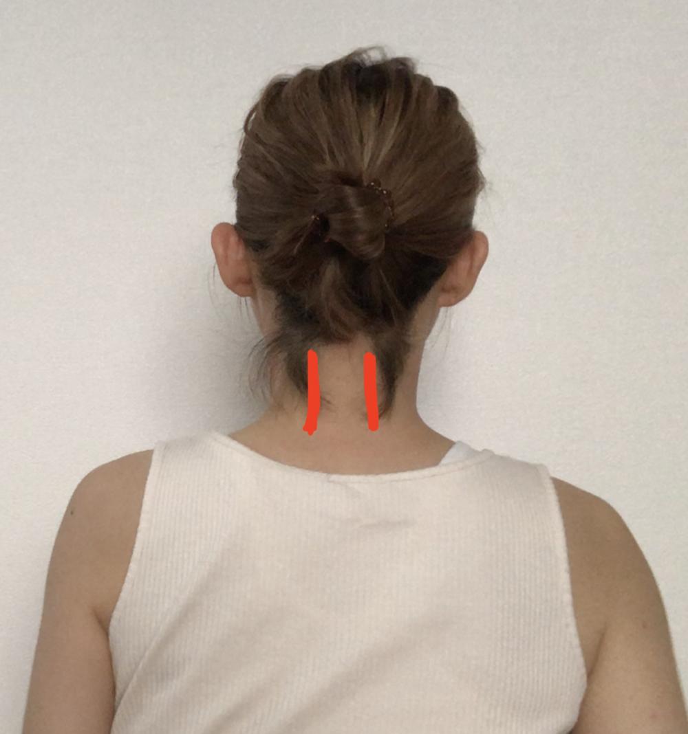 STEP2:首筋をもみほぐす