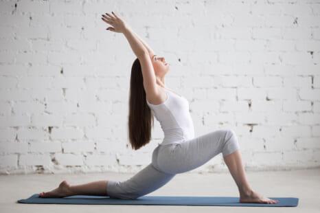 運動不足で腰痛&転倒を招く!?血液循環◎腸腰筋ストレッチ