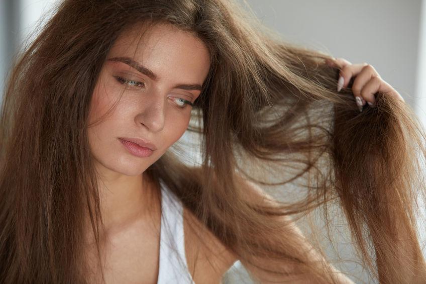 髪 広がり うねり