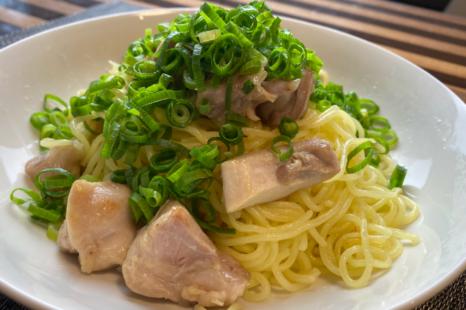 ダイエット中の麺欲に!10分でできるタンパク質たっぷりネギ塩焼きそば