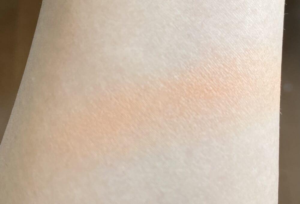 色鮮やかすぎるオレンジチーク