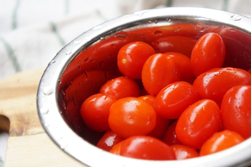 紫外線ダメージによる老化防止に役立つ「朝トマトの食べ方」