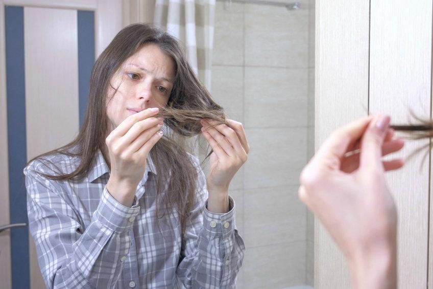 パサ髪にツヤが蘇る!?朝と夜のヘアケアのポイント