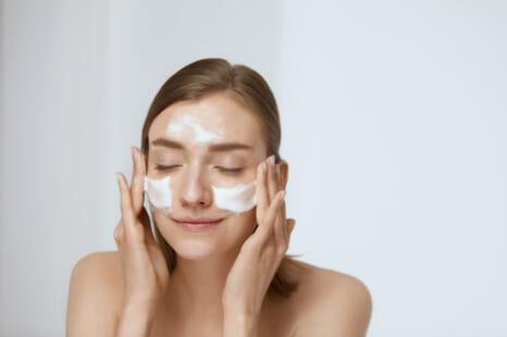 老け肌の原因は洗顔!?40代以降の正しい顔の洗い方