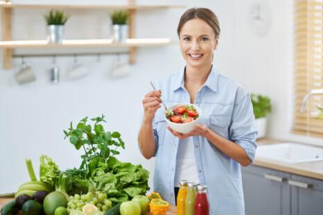 レンジで簡単!老けないエイジングケアサラダの作り方