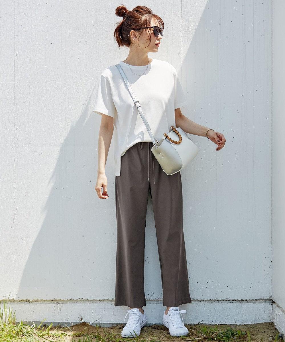 白Tシャツ+リラックスパンツ