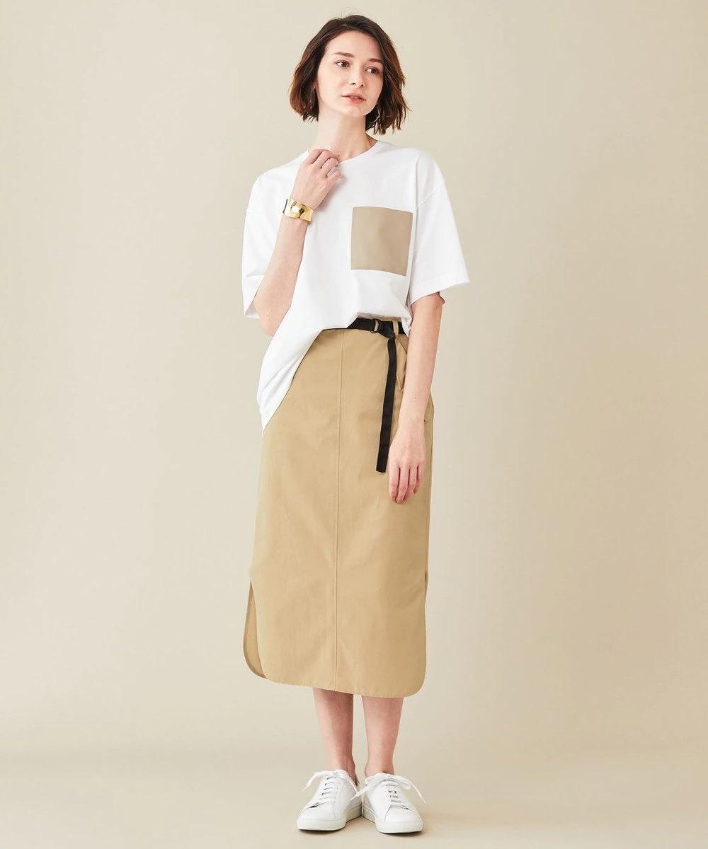 白Tシャツ+タイトスカート