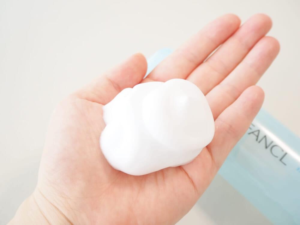 肌にうるおいを残しながらも洗い上がりは比較的さっぱりとするので、夏の時期やTゾーンのテカリにお悩みの方におすすめです