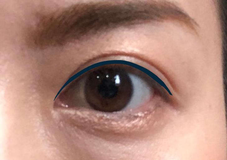 まつ毛の上側:目を大きく見せる