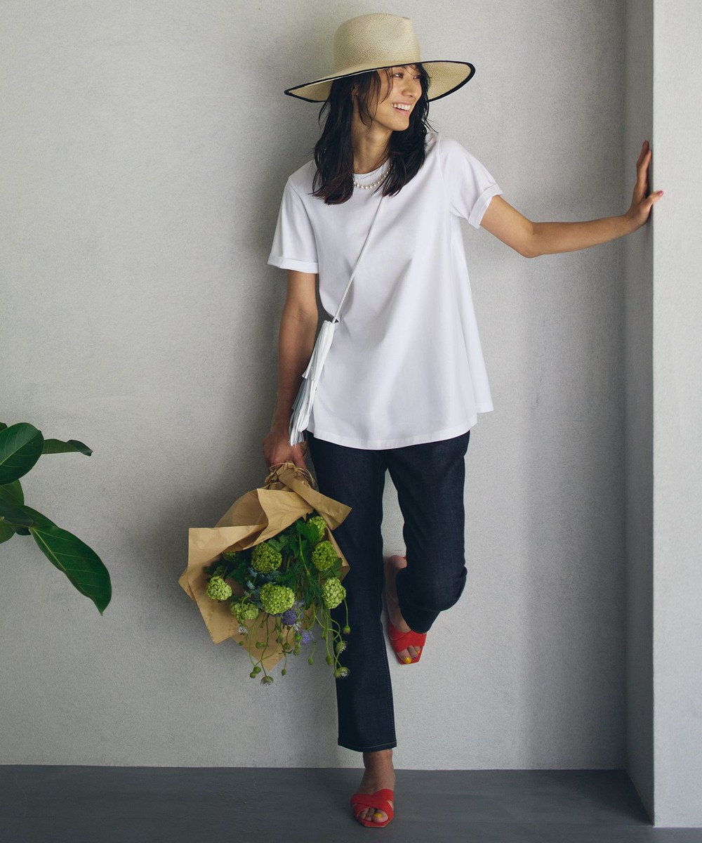 白Tシャツ+きれいめデニム