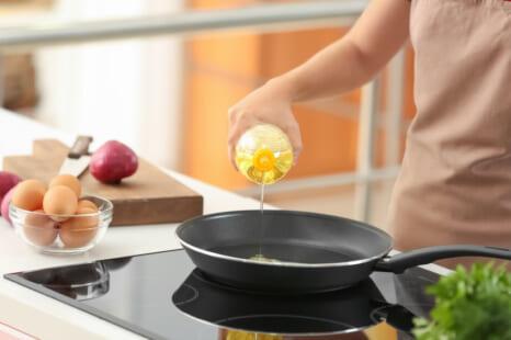 料理の工夫でカロリー減!油を吸いやすい食材の調理のコツ