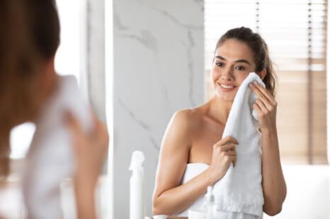 タオル1枚で美肌に!すぐできる簡単老け肌対策