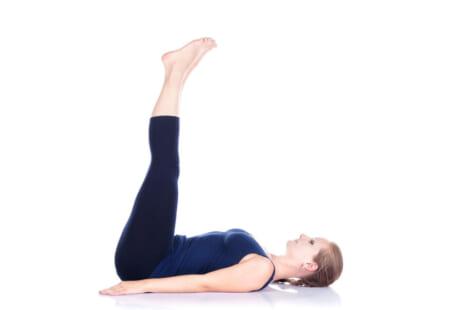 寝る前10回で強烈に効く!下腹を凹ませるエクサ