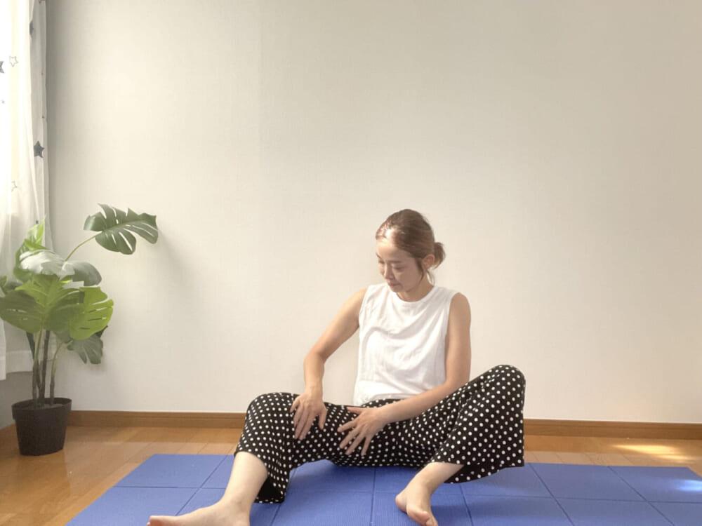 STEP3:膝裏から鼠蹊部に向かってさする