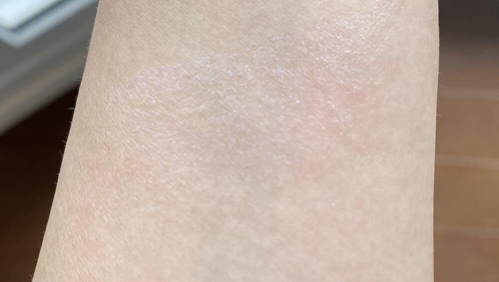 発色があまり出ず肌になじみやすいもの