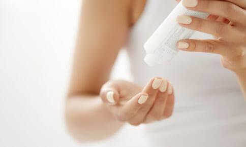 美容液いらずで美肌に!?話題の化粧水を徹底検証!