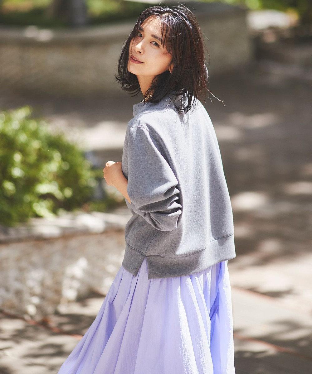 きれい色のスカートでフェミニンさをプラス